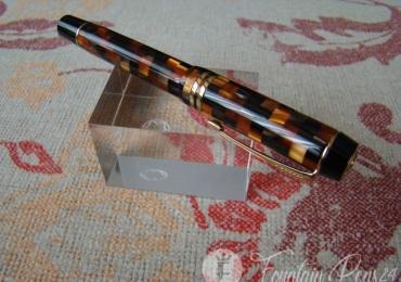 Parker Duofold Centennial Check Amber Fountain Pen